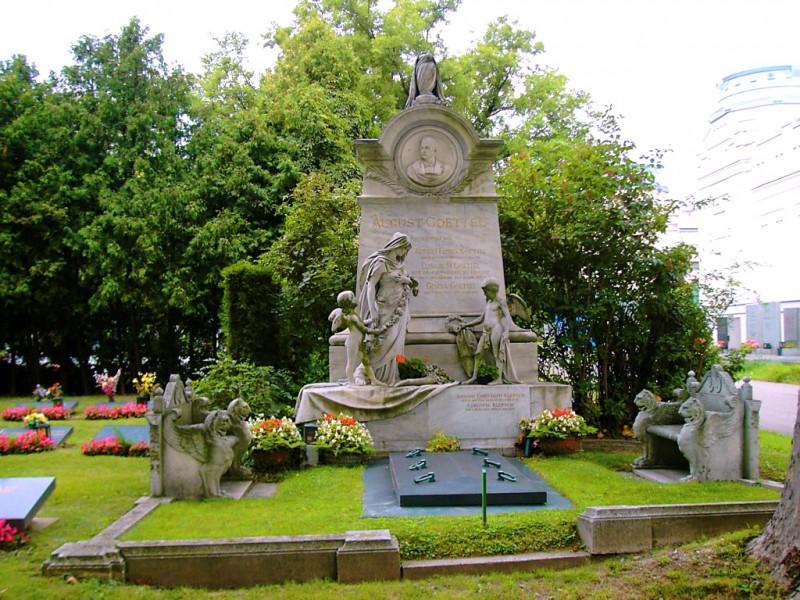 Экспозиция скульптур под открытым небом
