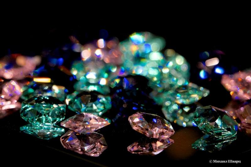 Кристаллы покрытые пылью
