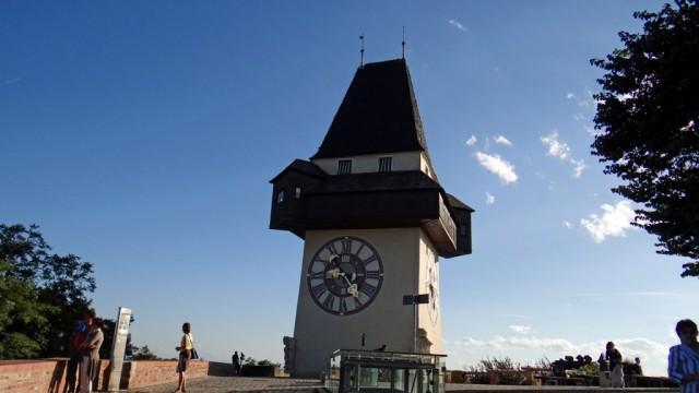 Грац. Часовая башня на горе Шлоссберг