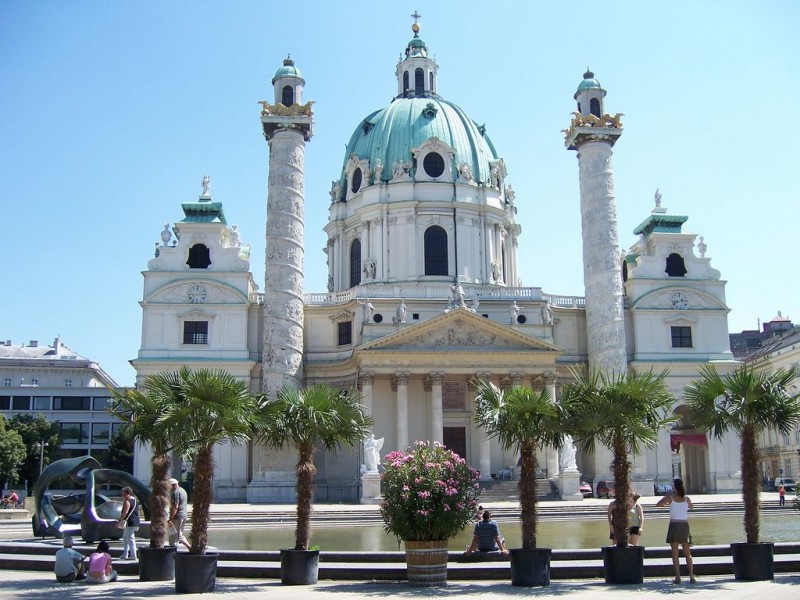 Площадь Карлсплац. История Вены: от храма – до рынка.