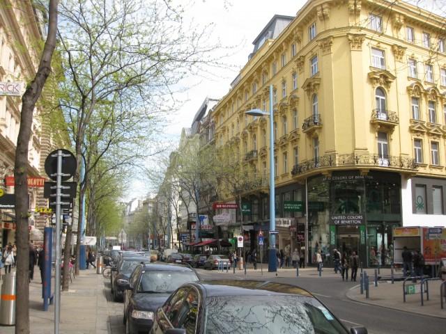 Главная торговая улица Мариахильфер
