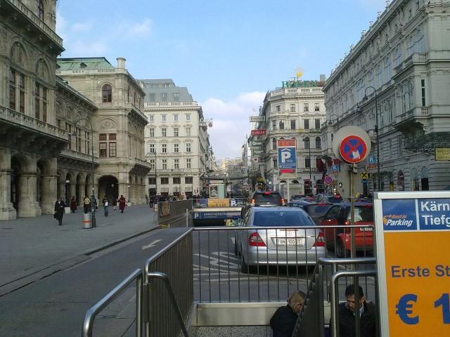 Подземная парковка около Венской оперы