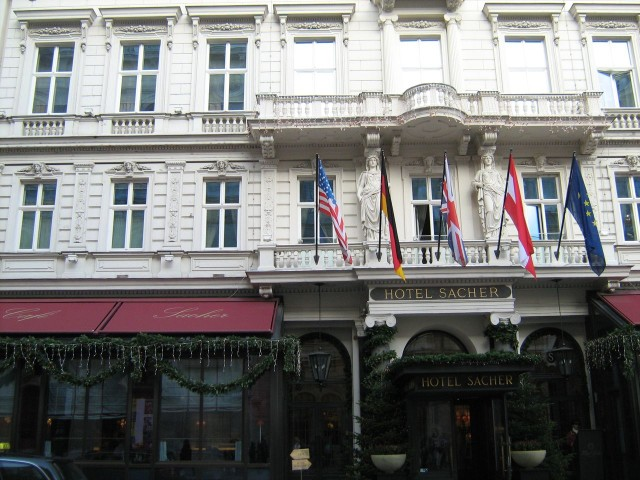 """Отель и кафе """"Захер"""""""