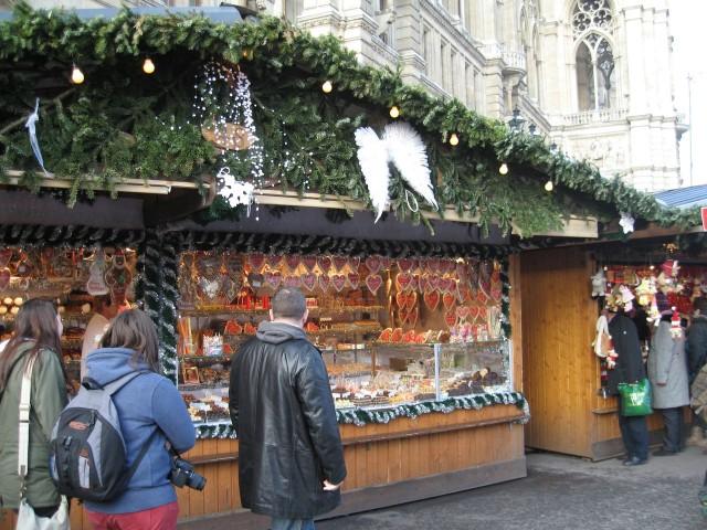 Рождественский рынок около Ратуши.