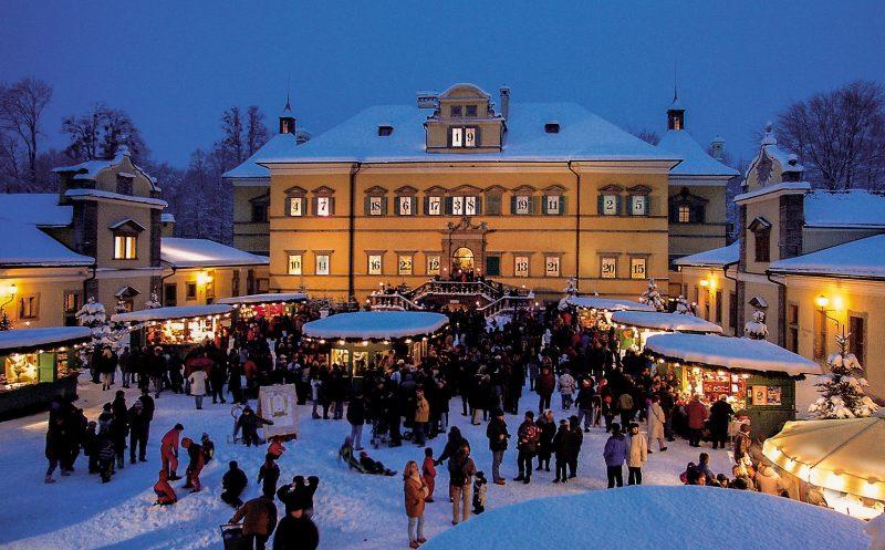 Рождественский рынок у дворца Хэлльбрунн