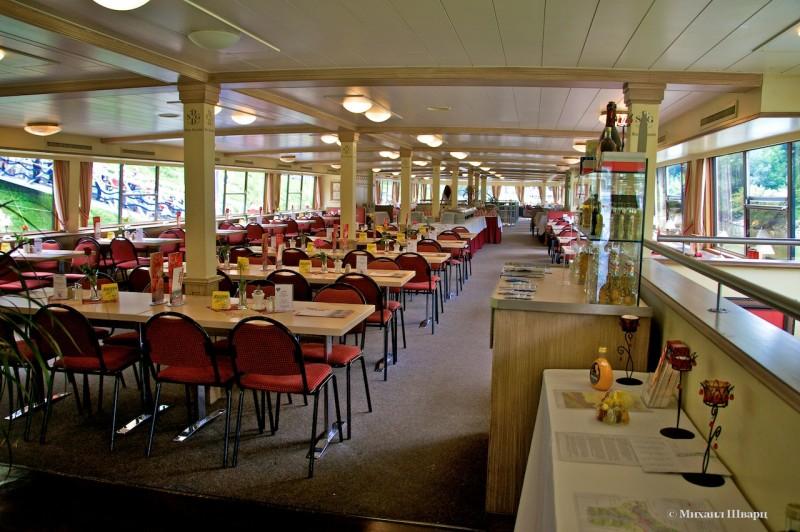 Теплоход – это большой ресторан
