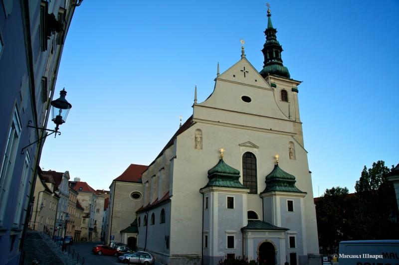 Церковь Пиаристенкирхе