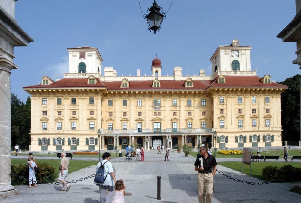 Дворец-замок Эстерхази (Schloss Esterházy)