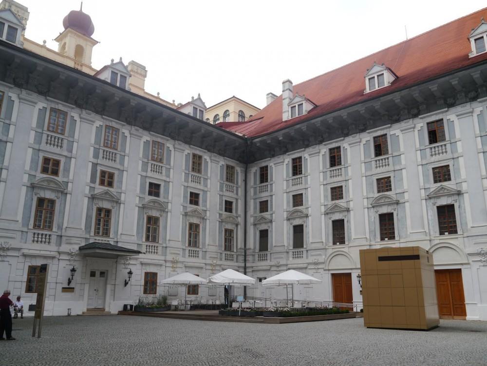 Двор дворца Эстерхази