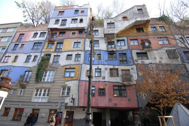 Дом Хундервассера в Вене