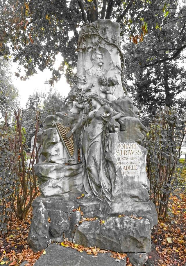 Надгробный памятник Штраусу на Центральном кладбище