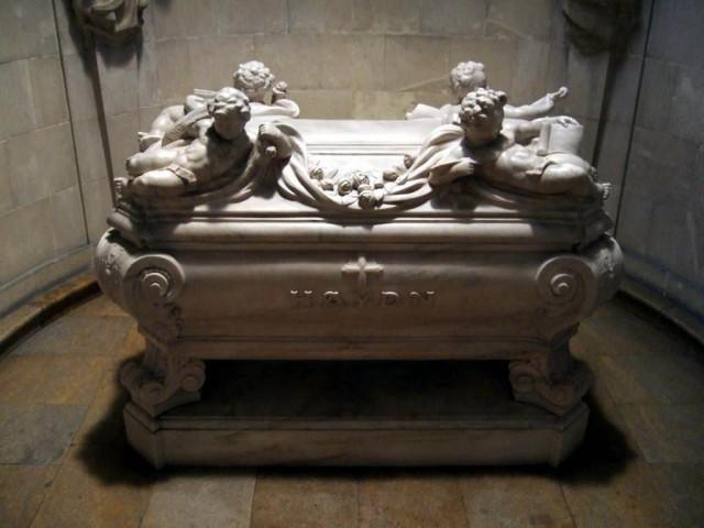 Саркофаг, где захоронены останки Гайдна