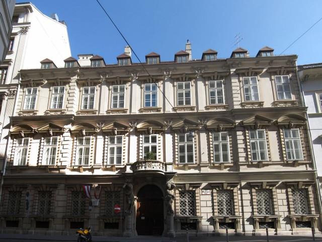 В 2001 году Венская биржа переехала в Palais Caprara-Geymüller по адресу: Wallnerstraße 8 1014 Wien