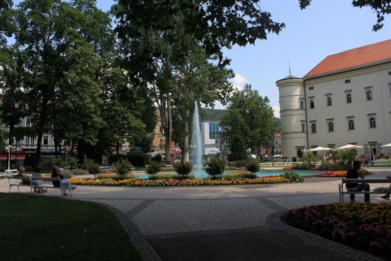 Замок Порциа (Schloss Porcia)