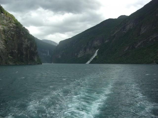 Норвегия, по фьорду