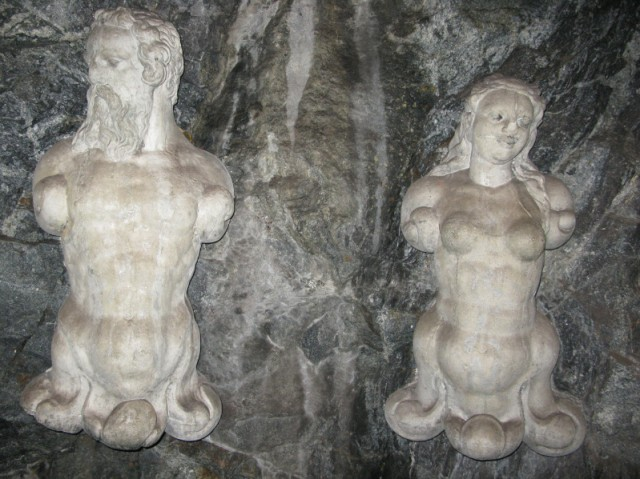 Скульптуры на станции метро Kungsträdgården