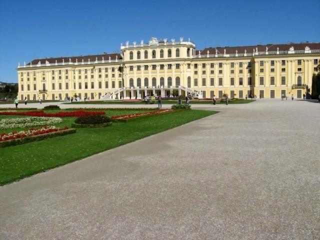 Дворец Шёнбрун, летняя резиденция королевской династии
