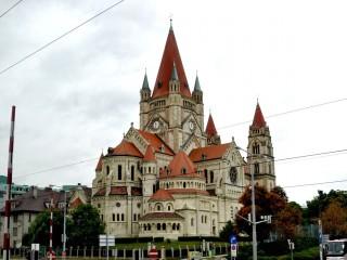 Церковь Святого Франциска Ассизского в Вене — грандиозный храм на берегу Дуная