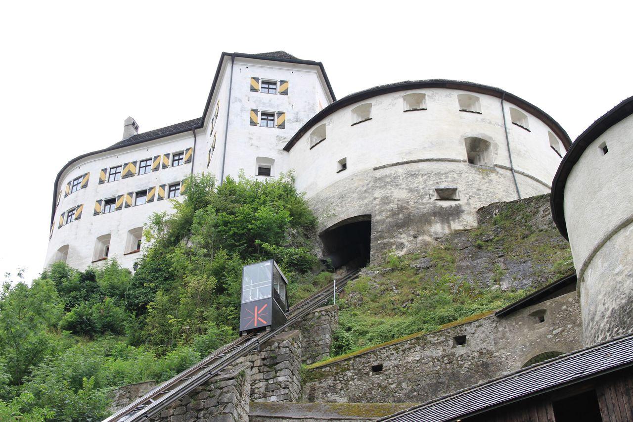Куфштайн на севере Тироля знаменит древним замком на горе, оборудованной лифтом