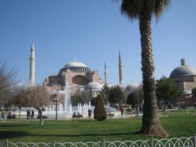 Музей Ая-Софья с площади Султанахмед