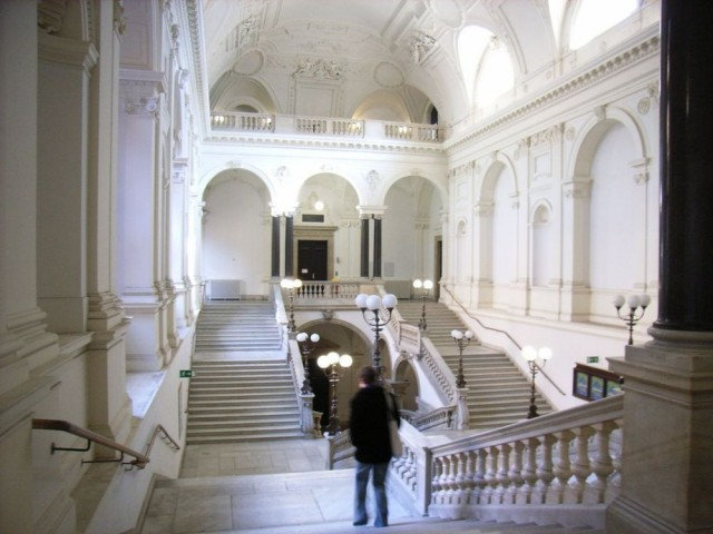Парадная лестница  главного корпуса