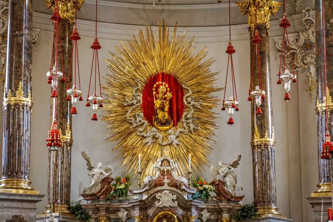 Дева Мария с Иисусом-младенцем