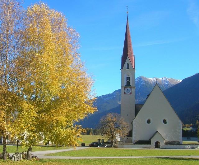 Католическая приходская церковь св. Николая (Nikolauskirche) с часовней и кладбищем