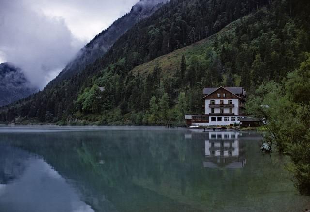 Отель на озере
