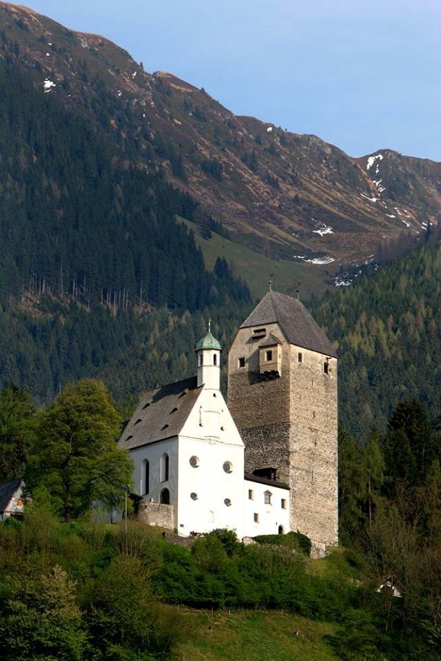 Крепость Фройндсберг (Schloss Freundsberg)