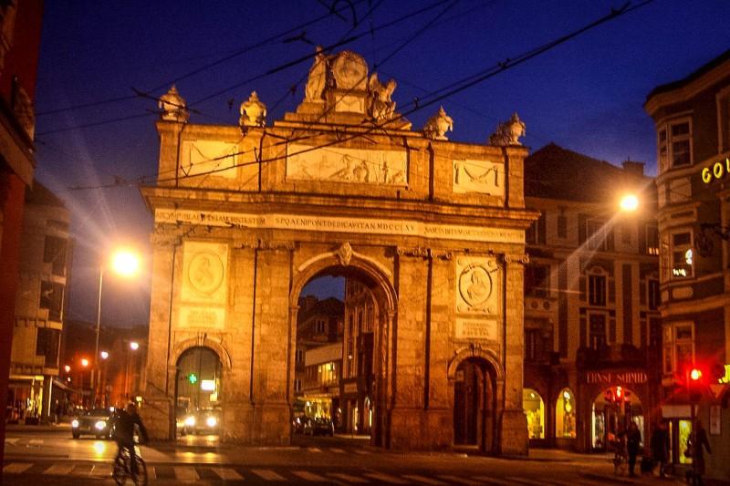 Триумфальная Арка в вечерней подсветке