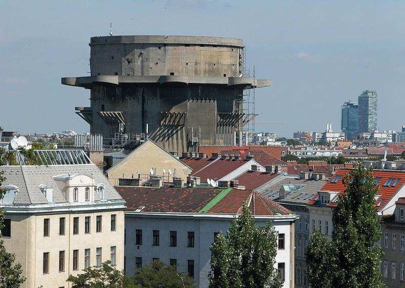 Зенитная башня органично вписалась в историческую архитектуру Вены