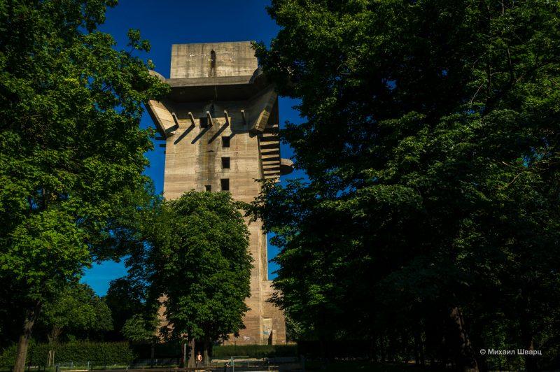 Командная башня L (Flakturm VI) в парке Аугартен