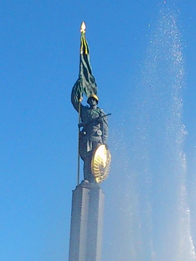 Слава советским воинам