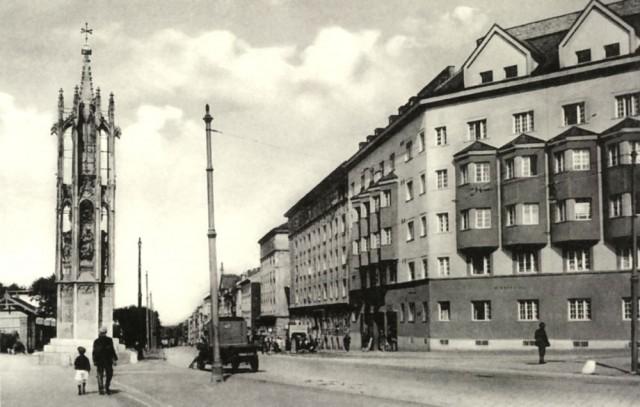 Колонна «Прядильщица у креста» (Spinnerin am Kreuz), 1933 г.