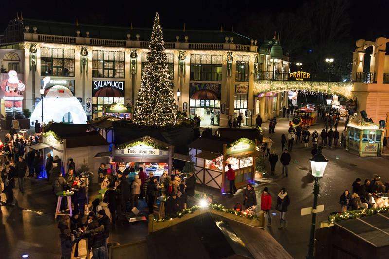 Зимний базар на площади Ризенрадплац