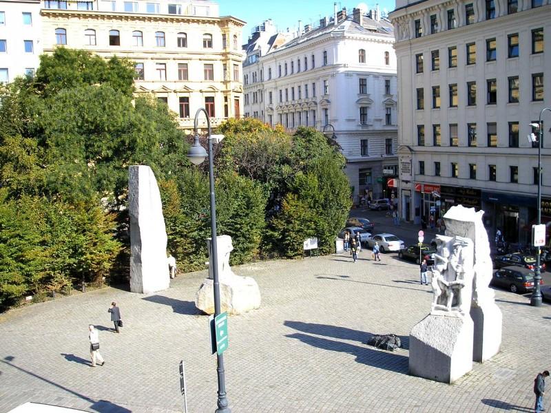 «Мемориал против войны и фашизма» (Mahnmal gegen Krieg und Faschismus)