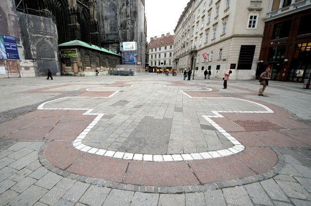План часовни Святого Вергилия на тротуаре площади Стефана