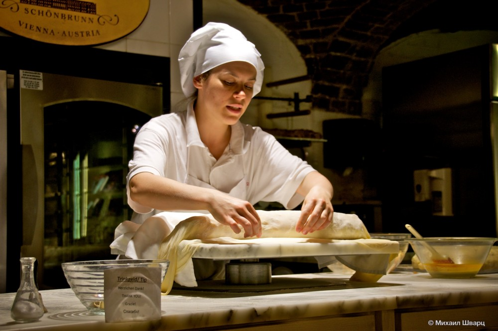 Заворачиваем начинку в тесто