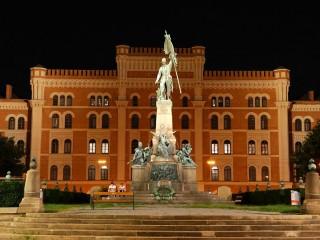 Казармы Россауэр — памятник военной архитектуры