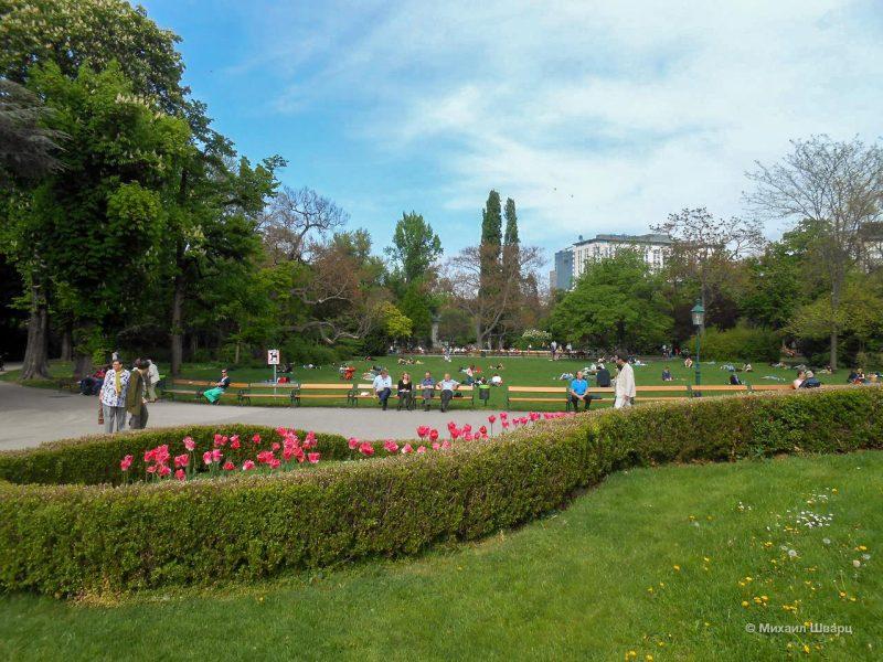 Городской парк в выходные дни