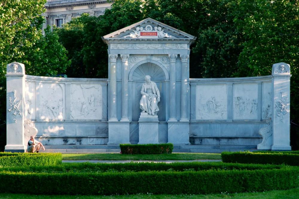 Памятник Францу Грильпрацеру
