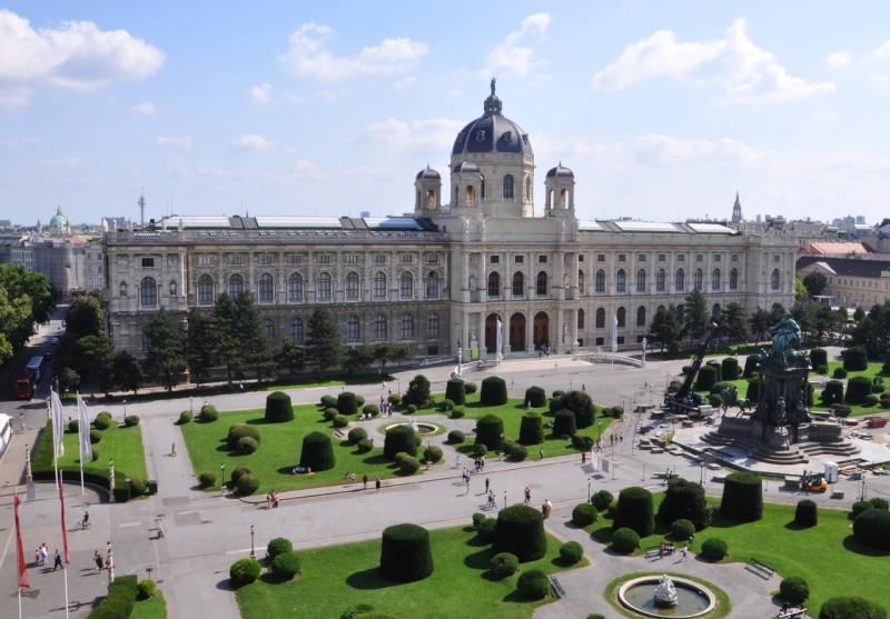 Музей расположен на площади Марии Терезии