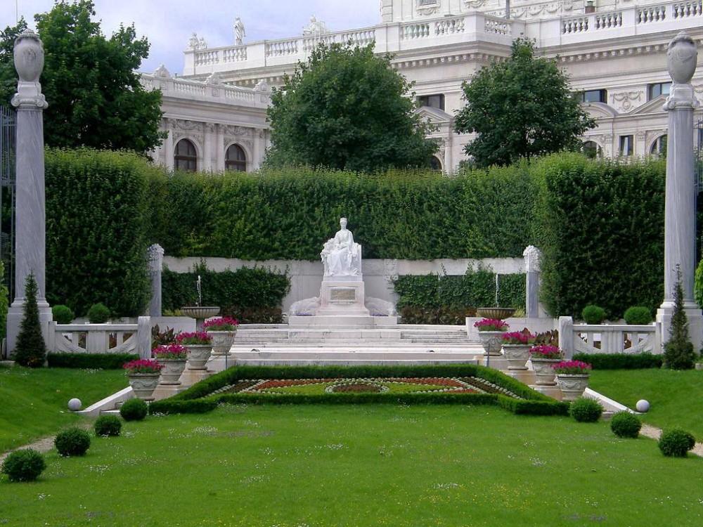 Памятник Сисси