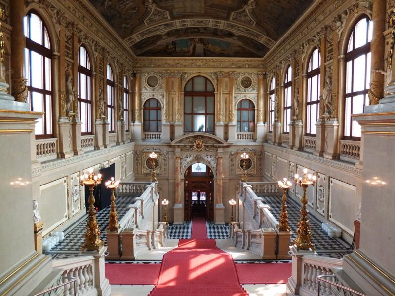 Парадная лестница Бургтеатра