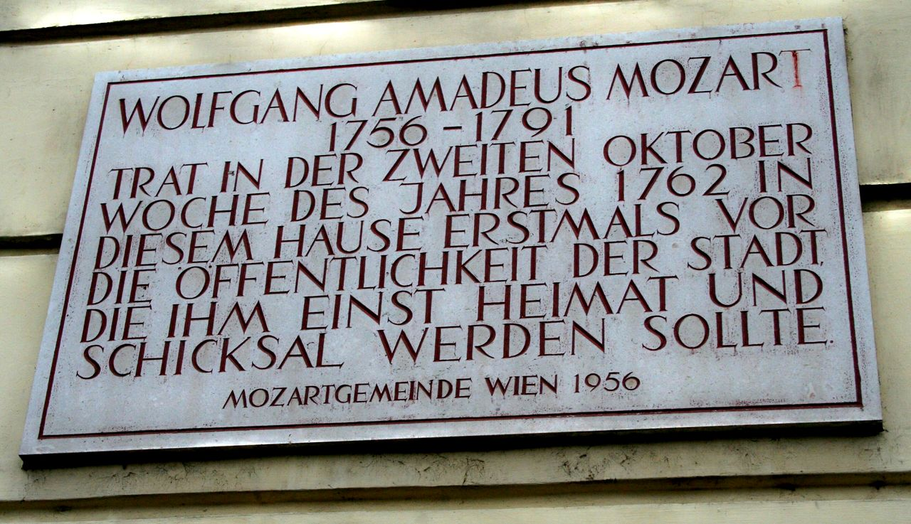 Памятная доска о первом концерте 6-летнего Моцарта