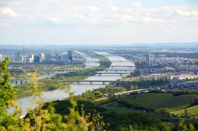 Вид на долину Дуная и город