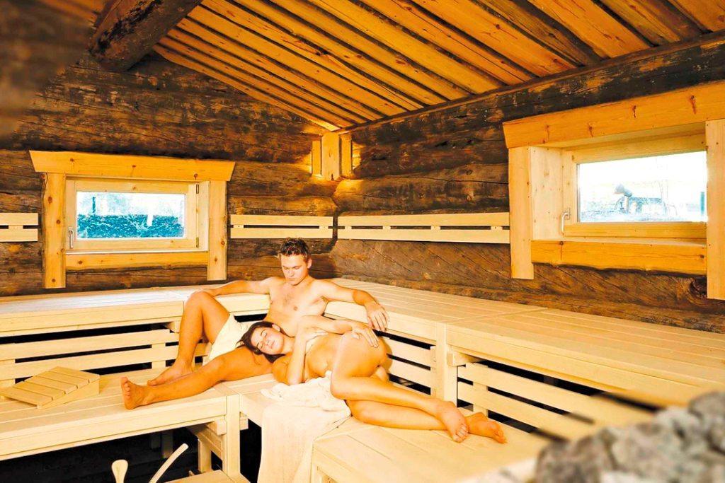Баба фото голые женщины заходили баню а там их онлайн колготках видео