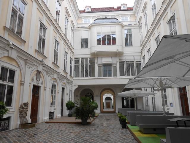 Первый внутренний дворик