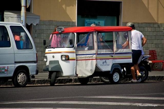 Тут есть такие такси тук-туки, как в Бангкоке