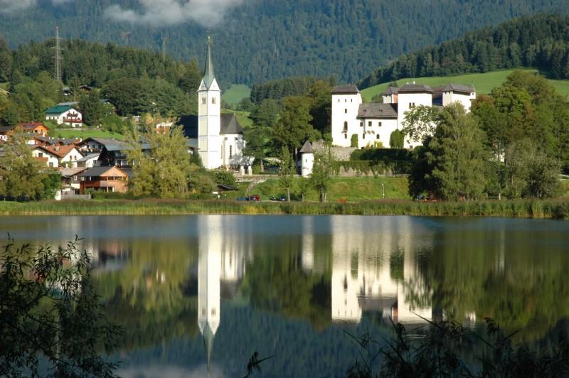 Приходская церковь и замок Гольдег